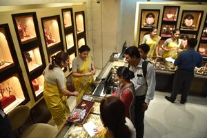 The association claimed it used to generate at least Rs175 crore in daily sales, which peaks at Rs350 crore during occasions such as Dhanteras, Dusshera and wedding season