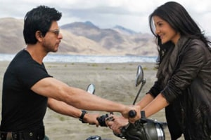 Actors Shah Rukh Khan and Anushka Sharma in a still from Jab Tak Hai Jaan (2012).