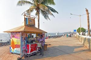 Hawkers, slums deface Mumbai's Bandstand promenade, after ₹4-crore...