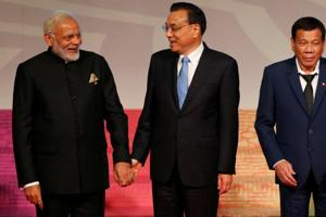 PM Modi, Chinese Premier Li Keqiang hold brief interaction in Manila