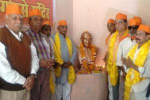 The Hindu Mahasabha on Wednesday installed a bust of Nathuram Godse inside its office premises in Guwalior to worship Mahatma Gandhi's killer.