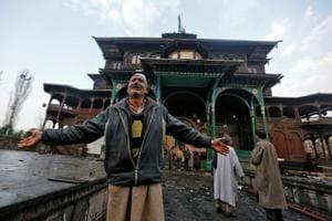 Fire damages 14th century shrine in Srinagar
