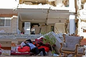 Photos: 4 days after Iran-Iraq quake, survivors bemoan slow aid...