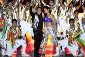 Salman Khan, Katrina Kaif dazzle at Indian Super League opening...