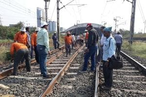 CR replaces rail tracks to make your Mumbai train commute safer
