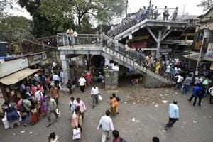Mumbai civic body signs up to WhatsApp to up ante against hawkers,...
