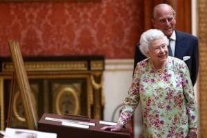 UK's Queen marks 70th wedding anniversary with new portrait