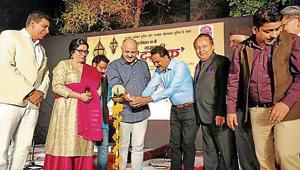 Singers Ahmed Hussain and Mohammad Hussain regaled over 1,000 residents with their renditions like 'Mein hawa hoon' and 'Khayal-e-yaar' at the 'Ghazal ki dastak' at Mahavir Vatika Park.