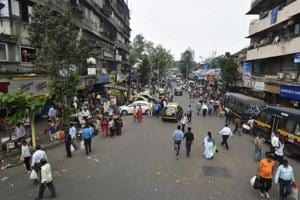 Hawkers assault railway officials evicting them from Mumbai stations