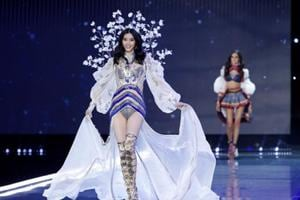 You go, girl! China cheers model who fell on Victoria's Secret catwalk