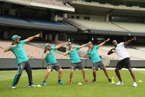 Usain Bolt trains Australian cricket team in a unique way ahead of...