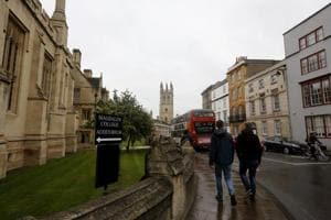 Graduate accuses Oxford of 'inadequate' teaching, sues university for...