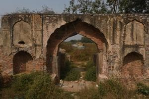 17th century caravanserai falls into ruin as Delhi govt, defence...