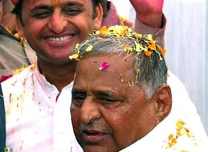 Akhilesh is a good boy, Mulayam Singh Yadav praises son as SP...