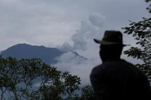Thousands flee over Bali volcano eruption fears