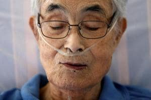 Photos: Japan's dying elderly seek care at home
