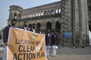 Lucknow: Citizens gather at Rumi Darwaza to demand clean air