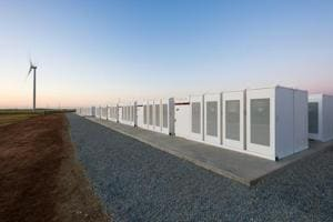 Tesla builds the world's largest lithium ion battery in just 100 days
