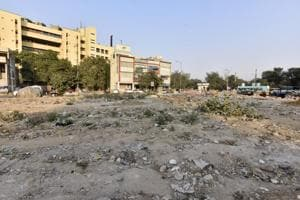 The plot near Vyapar Sadan is also located close to the Gurgaon government college in Sector 14 on Mehrauli Road.