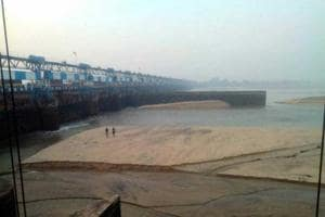 Durgapur barrage runs dry after lock gate breaks, township faces water...