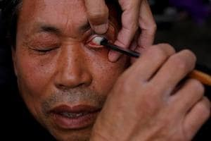 Photos: Chinese barber offers eyelid shaves in Chengdu
