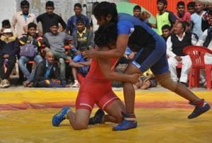 A total of 24 young women wrestlers (12 pairs) in the category of 48 kg and 75 kg are participating in the annual championship.