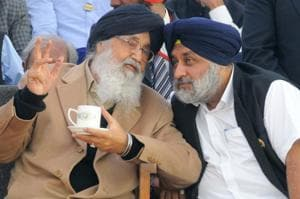 During most recent previous elections, former SAD minister Daljit Singh Cheema has been bringing the Badals' envelope to the House meeting.