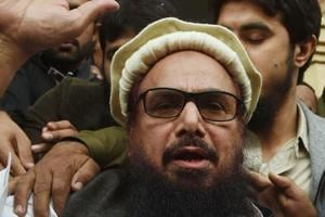 Jamaat-ud-Dawa (JuD) chief Hafiz Saeed (C) speaks to the media after his release order outside a court in Lahore on November 22, 2017.