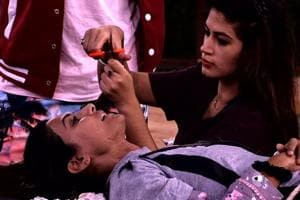 Bigg Boss 11 Nov 29 written update: Bandgi Kalra seeks revenge, chops...