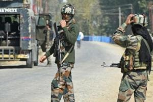 Security forces surrounded Futlipora village in Pakherpora area.