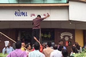 In July, MNS workers objected to two shops in Prabhadevi displaying Gujarati signboards and removed them forcibly.