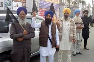 Activists of the United Sikh Party showing black flags to SGPC president Gobind Singh Longowal in Patiala on Friday.
