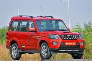 The retuned 2.2 litre mHawk engine of the Scorpio now develops 140hp and 320Nm of torque, bringing it to a similar level of performance as the current XUV500.