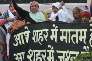 Survivors of Bhopal gas tragedy protest against a half marathon district administration organised on Sunday,coinciding with the 33rd anniversary of the industrial disaster.