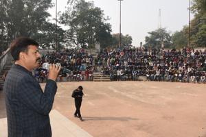 Bhagalpur SSP Manoj Kumar addressing sub-inspector aspirants from economically weaker sections.
