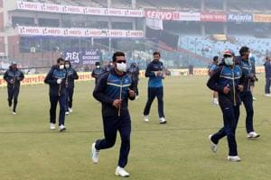 Cricketers choke in Delhi smog, doctors want ICC policy on pollution