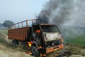 Noida: Canter torched, vehicles damaged in protest against speeding...