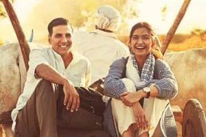 Akshay Kumar  gets pronunciation lesson from Sonam Kapoor, watch video