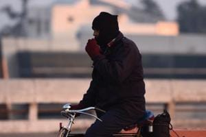 Delhi morning temperature dips to 7.6°C, 8 trains cancelled