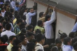 Fog delays central line trains by 30-40 min Mumbai; angry commuters...