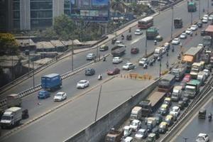 32-year-old biker killed on Mumbai's Eastern Express Highway