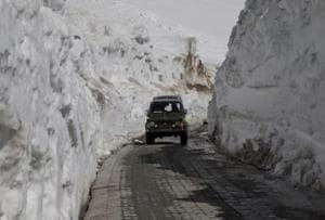 Srinagar-Leh highway closed for winter, heavy snowfall expected
