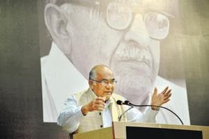 Former governor of RBI Y V Reddy addressing during Mahesh Buch memorial lecture on