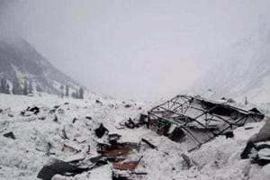 Army porter feared dead in avalanche in J-K's Bandipora