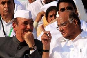 On Pawar's birthday, NCP joins hands with Congress against Fadnavis...