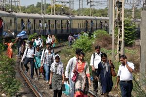 Woman robbed, pushed off local train in Navi Mumbai, man arrested