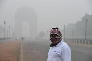 Foggy morning in Delhi as temperature drops, air quality begins to...