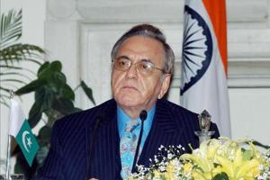 Former Pakistan foreign minister Khurshid Kasuri at a news conference in New Delhi on February 21, 2007.