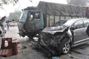 7 die as dumper runs over them while they help road accident victims...