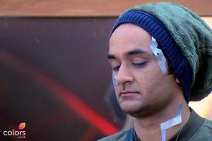 Bigg Boss 11 Dec 13 written update: Priyank impersonates Vikas' mother...